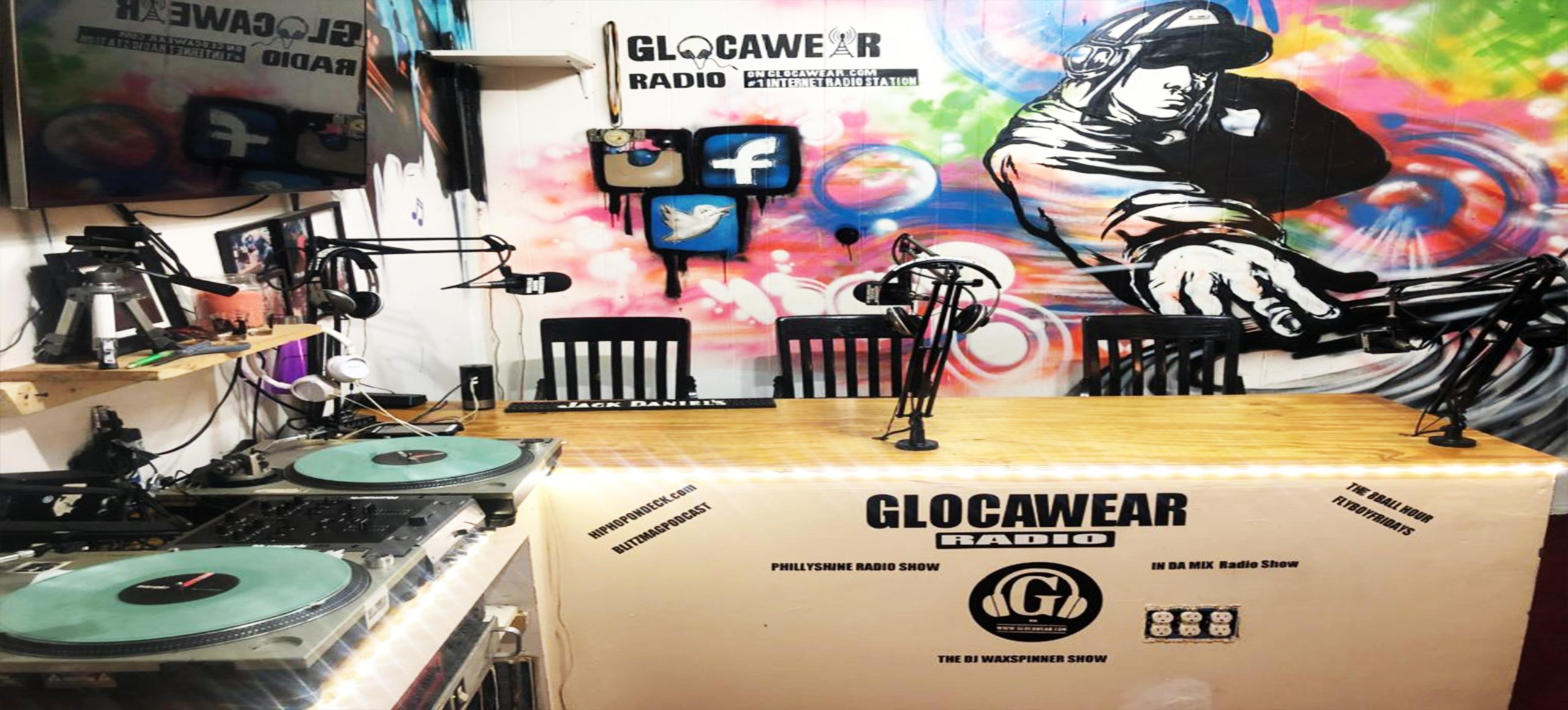 huge discount f3656 57e0b Header Image - Glocawear Radio Station